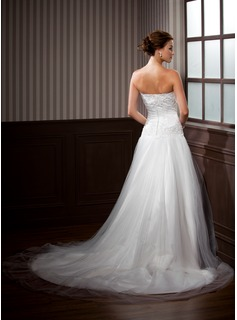 A-Line/Princess Strapless Chapel Train Tulle Wedding Dress With Ruffle Lace Beading