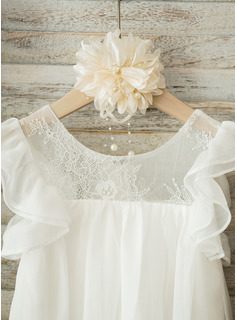 A-Line/Princess Knee-length Flower Girl Dress - Chiffon Short Sleeves Scoop Neck With Lace