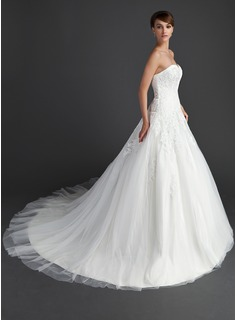 Ball-Gown Sweetheart Chapel Train Wedding Dress With Appliques Lace