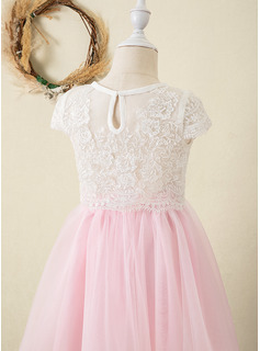 Ball-Gown/Princess Knee-length Flower Girl Dress - Tulle Lace Short Sleeves Scoop Neck