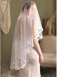 Two-tier Pencil Edge Fingertip Bridal Veils With Lace