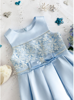 Knee-length Flower Girl Dress - Satin Lace Sleeveless Scoop Neck With Beading Bow(s)