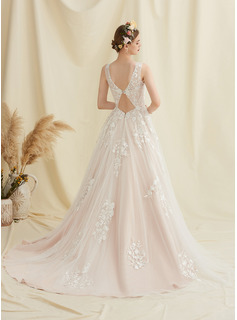 Ball-Gown/Princess Scoop Neck Court Train Tulle Lace Wedding Dress
