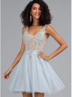 A-Line V-neck Short/Mini Tulle Prom Dresses With Beading