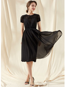 A-Line Scoop Neck Knee-Length Chiffon Lace Cocktail Dress With Ruffle