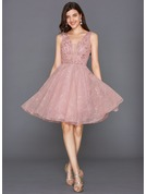 A-Line/Princess V-neck Knee-Length Tulle Cocktail Dress With Sequins