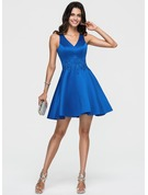 A-Line/Princess V-neck Short/Mini Satin Homecoming Dress With Lace Beading