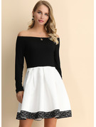 A-Line Off-the-Shoulder Short/Mini Homecoming Dress With Lace