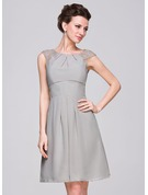 A-Line/Princess Scoop Neck Knee-Length Chiffon Bridesmaid Dress With Ruffle Lace