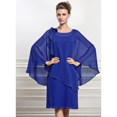A-Line/Princess Scoop Neck Knee-Length Chiffon Mother of the Bride Dress With Beading Flower(s) Sequins