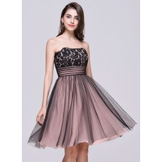 A-Line/Princess Strapless Knee-Length Tulle Lace Homecoming Dress With Ruffle