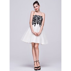 A-Line/Princess Strapless Short/Mini Tulle Homecoming Dress With Appliques Lace Bow(s)