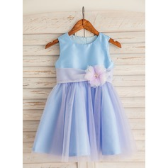A-Line/Princess Knee-length Flower Girl Dress - Taffeta/Tulle Sleeveless Scoop Neck With Flower(s)/Bow(s)/Rhinestone