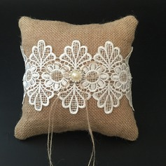 Chic Ring Pillow in Lace/Linen With Faux Pearl