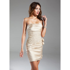 Forme Fourreau Sans bretelle Court/Mini Satiné Robe de cocktail avec Plissé Emperler Fleur(s)