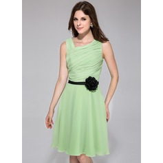 A-Line/Princess Knee-Length Chiffon Bridesmaid Dress With Ruffle Sash Flower(s)