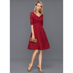 A-Line/Princess V-neck Knee-Length Lace Cocktail Dress (016140360)