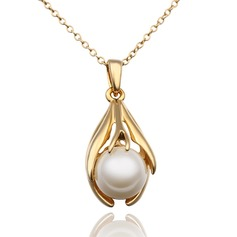 Charming Alloy/Pearl Ladies' Necklaces
