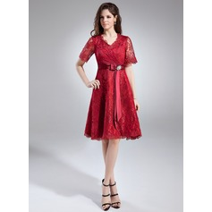 A-Line/Princess V-neck Knee-Length Lace Mother of the Bride Dress With Crystal Brooch Bow(s)