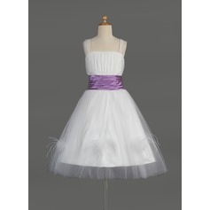 Corte A/Princesa Hasta la rodilla Vestidos de Niña Florista - Tul/Charmeuse Sin mangas Escote Cuadrado con Volantes/Fajas/Pluma