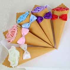 Rose Design Pyramid Favor Boxes With Rhinestone