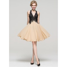 A-Line/Princess Halter Knee-Length Chiffon Homecoming Dress With Beading Sequins