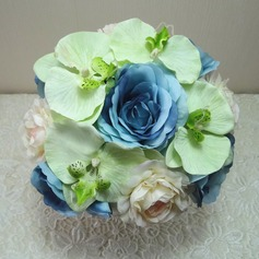 Eye-catching Hand-tied Cloth Bridal Bouquets