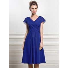 A-Line/Princess V-neck Knee-Length Chiffon Mother of the Bride Dress With Ruffle