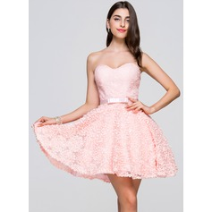 A-Line/Princess Sweetheart Short/Mini Lace Homecoming Dress With Bow(s)