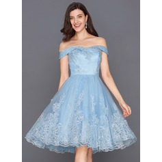 A-Line/Princess Off-the-Shoulder Knee-Length Tulle Cocktail Dress With Sequins (016117258)