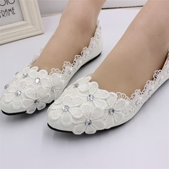 Women's Leatherette Flat Heel Closed Toe Pumps With Applique