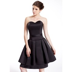 A-Line/Princess Sweetheart Knee-Length Satin Homecoming Dress