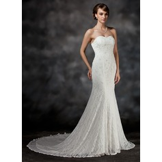 Trumpet/Mermaid Sweetheart Chapel Train Lace Wedding Dress With Beading