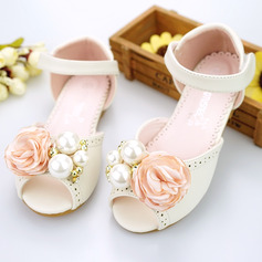 Girl's Peep Toe Microfiber Leather Flat Heel Sandals Flower Girl Shoes With Imitation Pearl Velcro Flower (207154401)