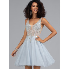 A-Line V-neck Short/Mini Tulle Homecoming Dress With Beading (022203136)