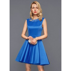 Forme Princesse Col rond Court/Mini Satiné Robe de cocktail avec Dentelle Brodé À ruban(s)
