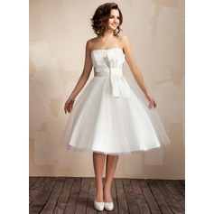 A-Line/Princess Sweetheart Knee-Length Tulle Wedding Dress With Ruffle Bow(s)