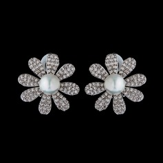Elegant Pearl/Zircon Ladies' Earrings