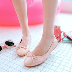 Women's PU Flat Heel Flats Closed Toe With Bowknot shoes (086142462)