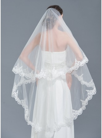 One-tier Lace Applique Edge Chapel Bridal Veils With Beading