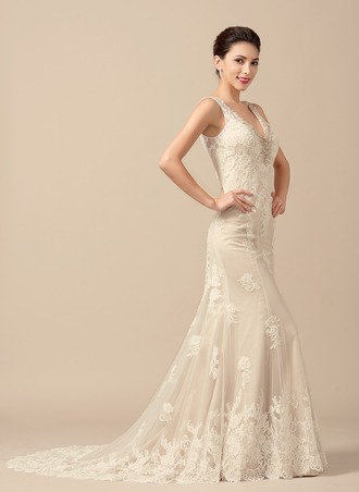 Trumpet/Mermaid V-neck Sweep Train Tulle Wedding Dress With Beading