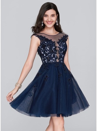 A-Line/Princess Scoop Neck Knee-Length Tulle Homecoming Dress With Sequins