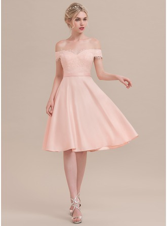 A-formet/Prinsesse Off-the-Shoulder Knelengde Satin Cocktailkjole med Profilering paljetter