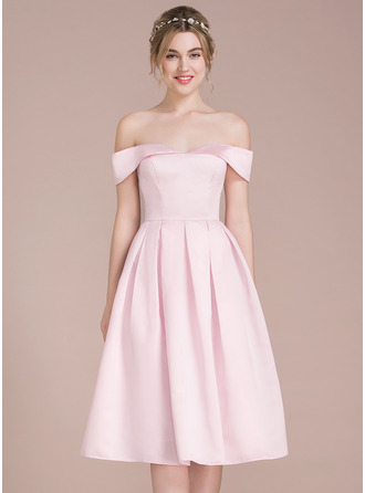 A-Linie/Princess-Linie Off-the-Schulter Knielang Satin Ballkleid