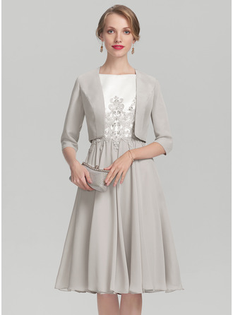 Scoop Neck Knee-Length Chiffon Satin Mother of the Bride Dress With Beading Appliques Lace