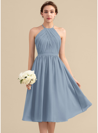 Scoop Neck Knee-Length Chiffon Bridesmaid Dress With Ruffle