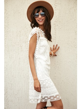 A-Line/Princess Scoop Neck Knee-Length Polyester Cocktail Dress With Lace