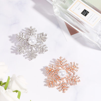 Romantic Flowers Alloy/Rhinestones/Imitation Pearls With Rhinestone Ladies' Brooch