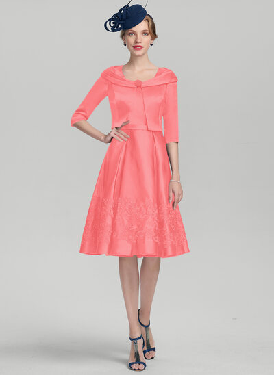 A-Line Square Neckline Knee-Length Satin Mother of the Bride Dress With Appliques Lace