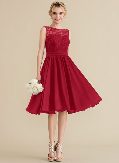 A-Line/Princess Scoop Neck Knee-Length Chiffon Lace Bridesmaid Dress With Sequins Bow(s)